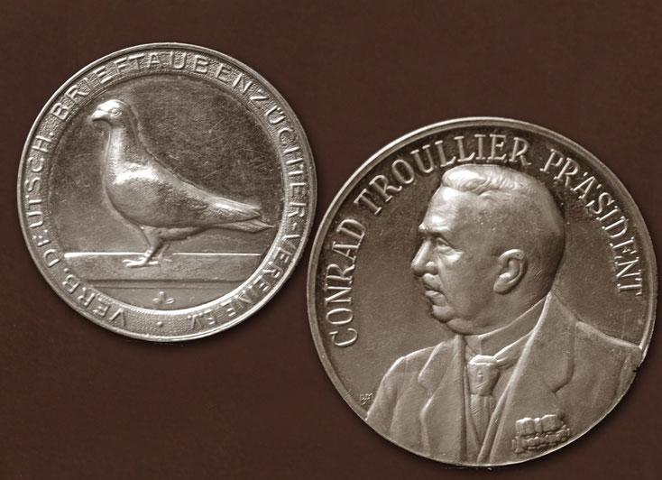 Medaille des Verbandes dt. Brieftaubenzüchter-Vereine e.V. mit dem Präsidenten Conrad Troullier (Essen)