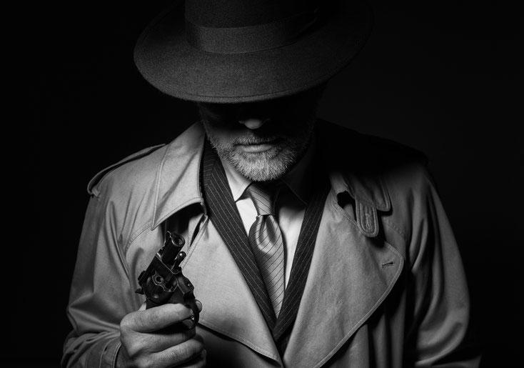 Detektiv mit Revolver; Detektei Potsdam, Detektiv Potsdam, Privatdetektiv Potsdam