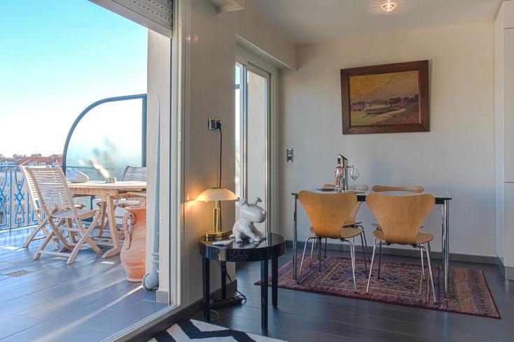 Nice Centre-Luxe-Terrasse et ses 2 salles-à-manger, dedans (Le Corbusier) dehors (meubles en teck)