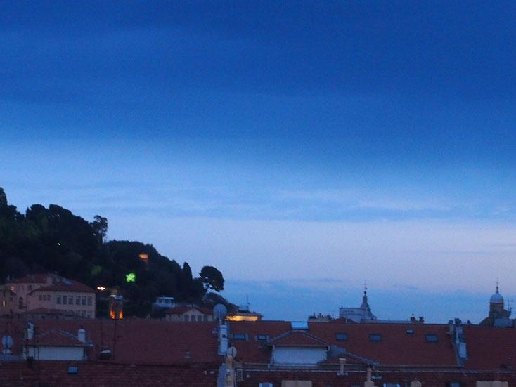 Nice Centre-Luxe-Terrasse et sa vue magnifique sur la Colline du Château de Nice, la nuit, au loin la mer