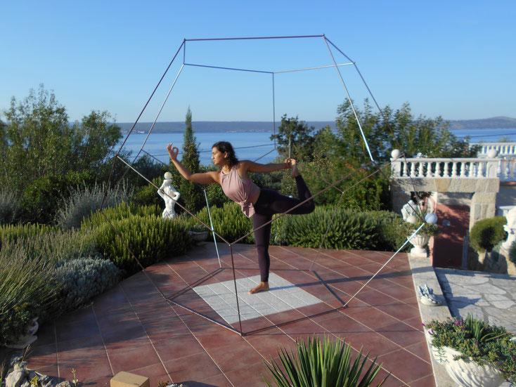Foto: Dodekaeder in den Garten integriert, als Raum für Gymnastik, Dehnung, Besinnung