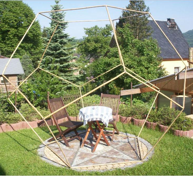 Dodekaeder im Garten als Wellnessoase, Meditationsplatz - Stille und Ruhe finden
