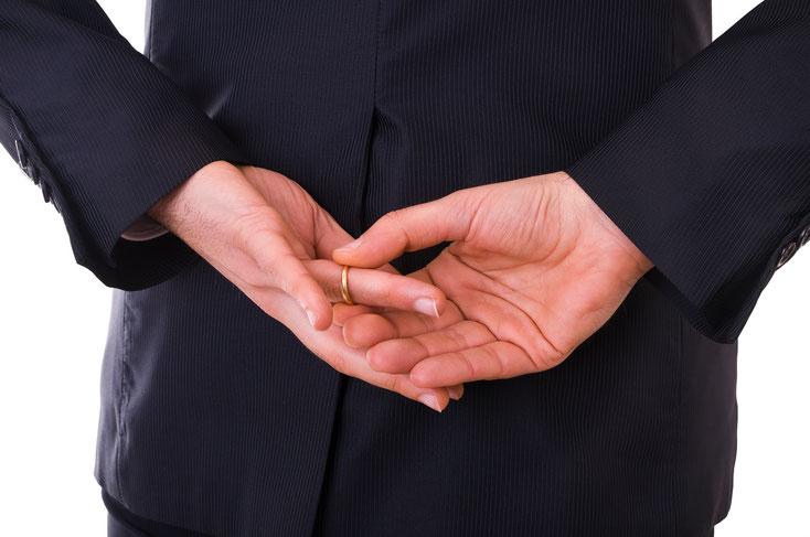 Ehering vom Finger ziehen; Detektei Rostock, Privatdetektiv Mecklenburg-Vorpommern, Privatdetektei