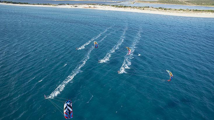 Kite surf à Porto Pino - Sardaigne - Credits by kitesurfsardegna.it