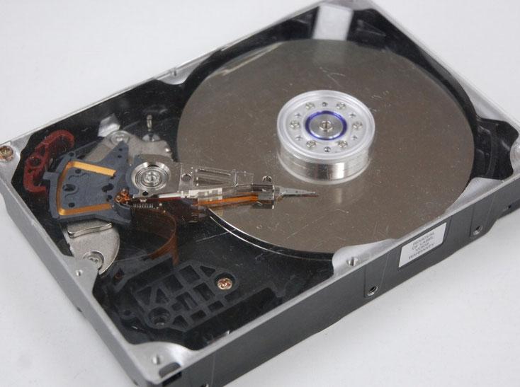 故障したハードディスク、ここからデータを救出していくことになります。パソコン故障でも最も多いもののひとつです。
