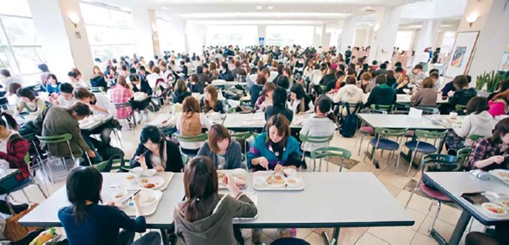 約700席の大食堂「カルフールカフェテリア」