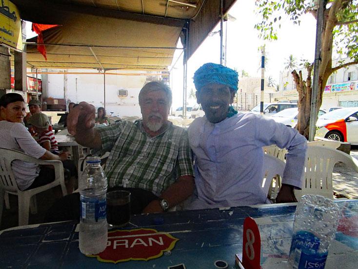 Oman Uralub 2017; Im Coffeeshop, kontakt zu Omanis