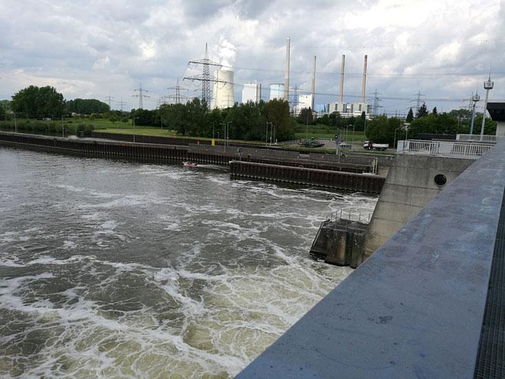 Blick auf das Kraftwerk Staudinger