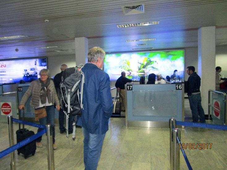 An der Passkontrolle in Muscat