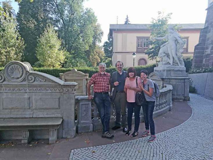 Bild 7 Gruppenbild an der Donauquelle in Donaueschingen