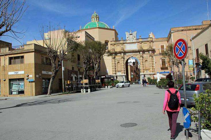 Sizilien 2016 - Blick auf das Stadttor von Marsala