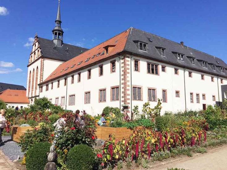 Im Klostergarten der Benediktinerinnenabtei zur Hl. Maria