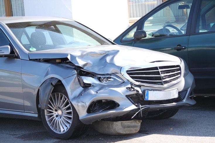 Unfallauto; Detektei Bocholt, Detektiv Dinslaken, Privatdetektiv Wesel, Fahrerflucht