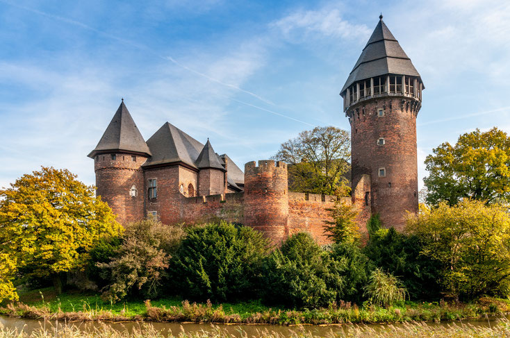 Burg Linn im Sonnenaufgang; Detektei Kurtz, Detektiv Krefeld, Privatdetektiv Krefeld
