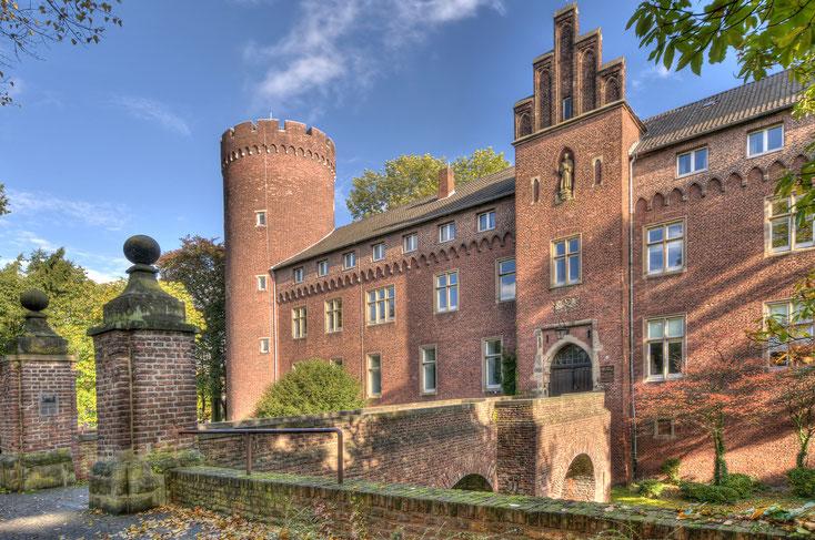 Burg Kempen bei klarem Wetter, Frontportal, Viersen, Niederrhein; Detektiv Niederrhein