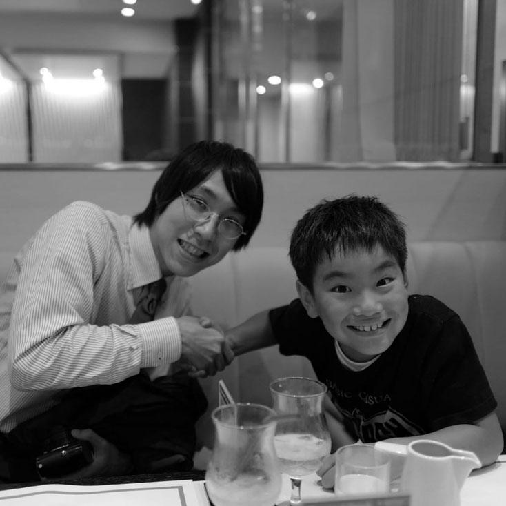 写真:帝国ホテルパークサイドダイナーで再会の約束をしている様子