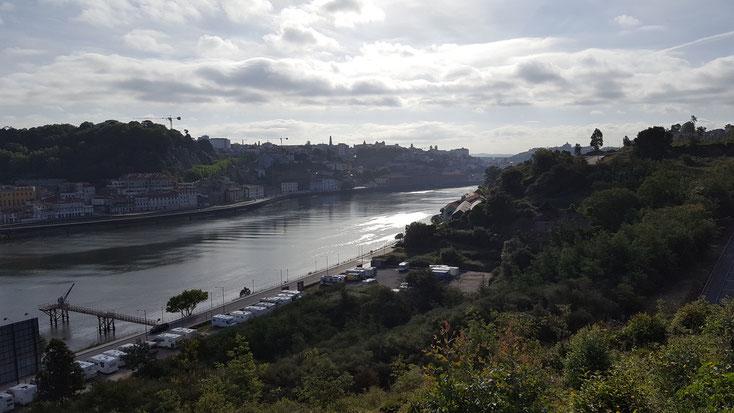 Da unten steht unser Konrad, direkt am Douro