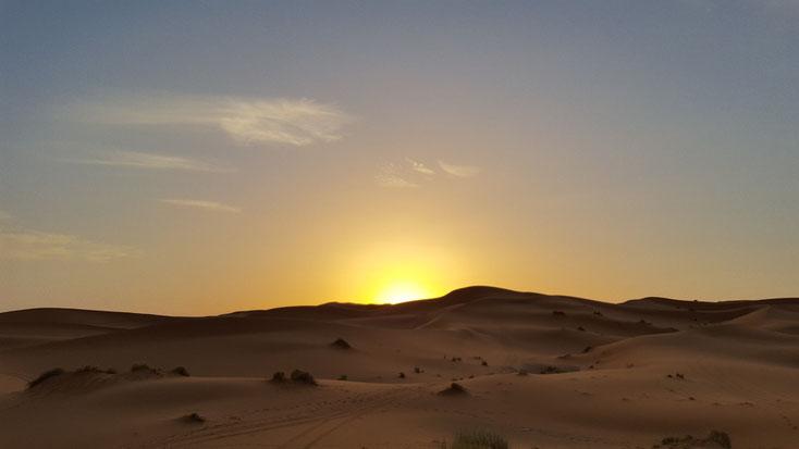 Sonnenaufgang in den Sanddünen des Erg Chebbi
