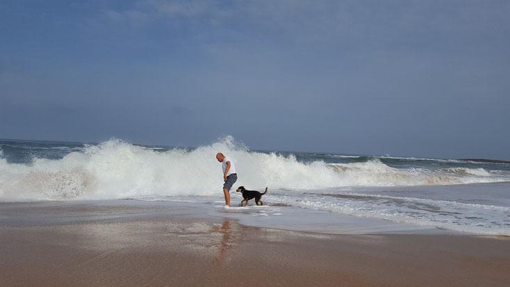 Autor beim Wellenspiel kurz vor dem Wechsel trocken/nass