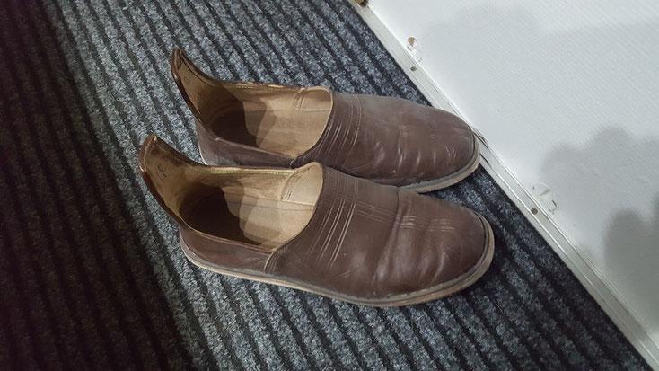 """Die neuen """"täglich"""" Schuhe...hier schon drei Wochen im harten Einsatz. Ziegenleder und Sohle aus Autoreifen"""