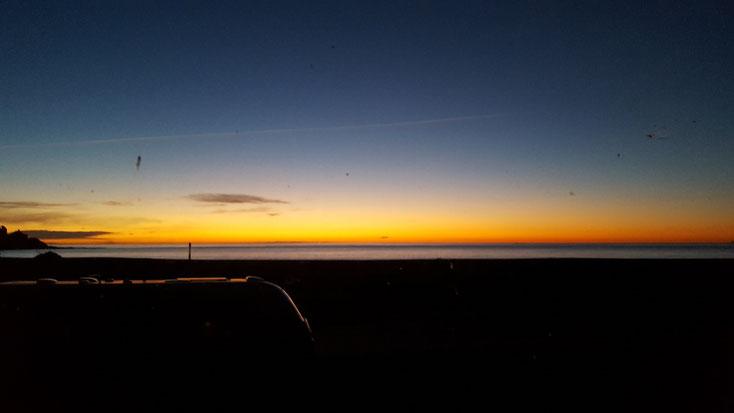 Sonnenaufgang am Geburtstag durch Konrad´s Windschutzscheibe..welch ein Beginn eines schönen Tages