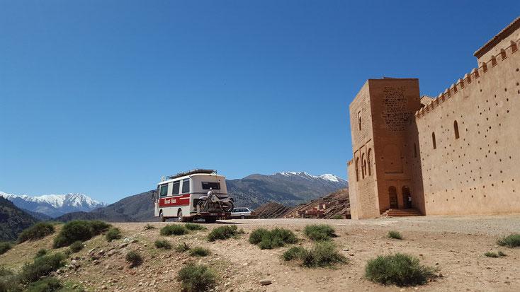 Auf dem Weg zum Tizi-n´Test Pass- vor der Moschee von Tin Mal