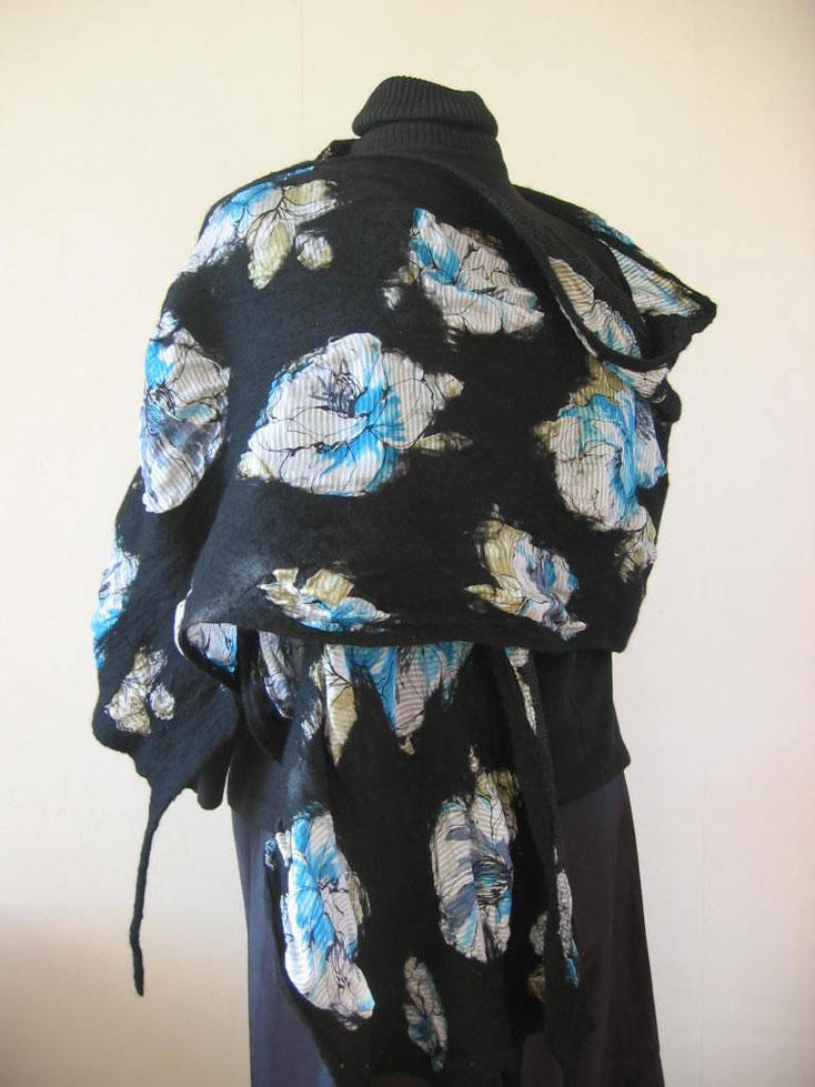 Afmetingen van de sjaal variëren van 1.50 x 90 tot 3.00 x 1.20 m