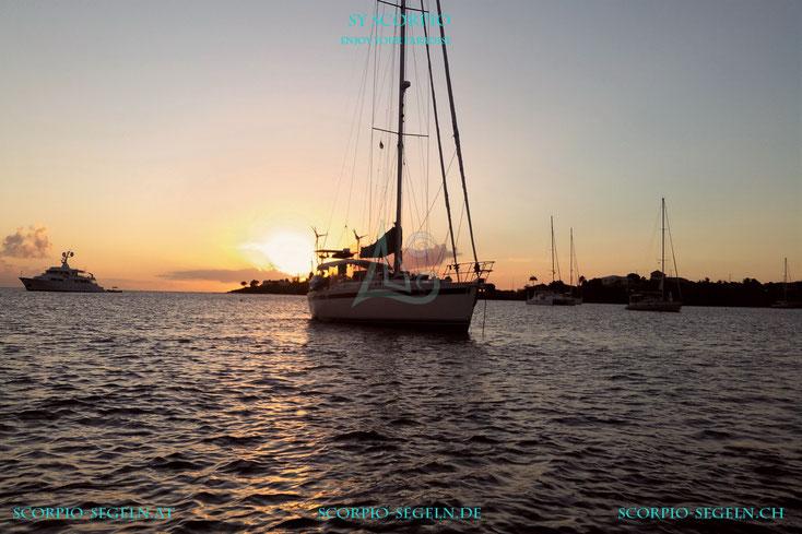 Die Segelyacht Scorpio vor der Insel Grenada mit einem wunderschönen Sonnenuntergang 2017