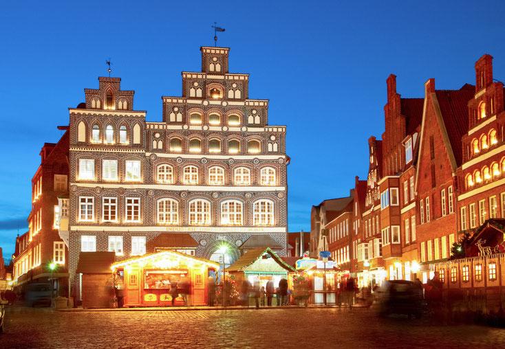 Industrie- und Handelskammer Lüneburg bei Nacht; Detektive Lüneburg.