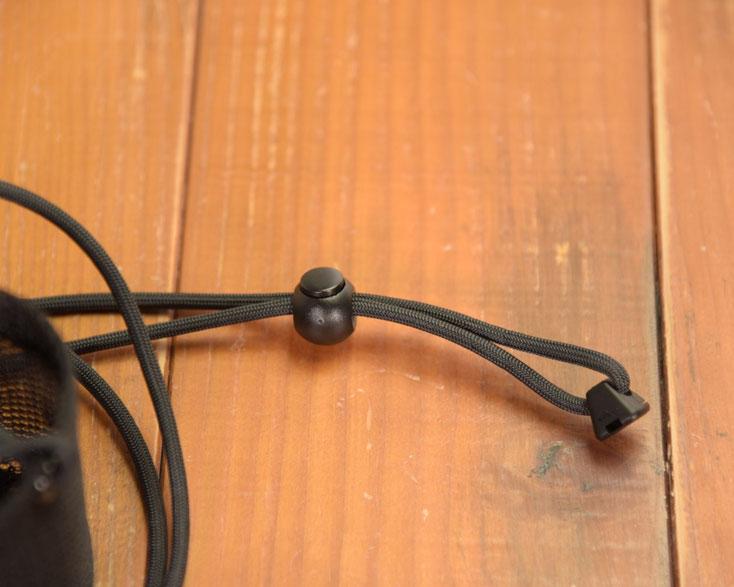 ネックカップホルダーの紐