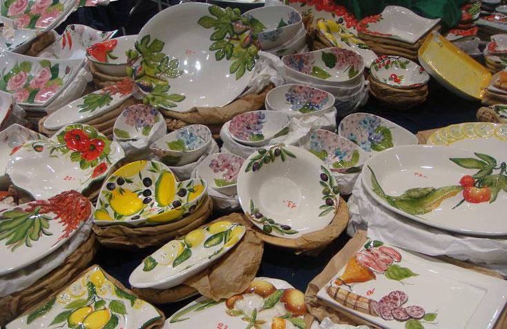 Keramik und Lebensmittel - von Mortadella über Schafkäse und Oliven ... im Q19 noch heute Samstag, 25, März 2017