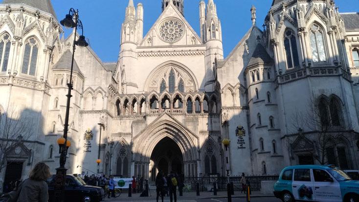 ロンドンにあるRoyal Court of Justice。高等裁判所や家庭裁判所など、各種の裁判所が集まっている建物です。