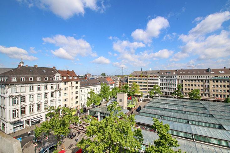 Wochenmarkt auf dem Carlsplatz, Ansicht von oben; Kurtz Detektei Düsseldorf