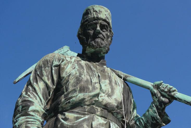 Statuen Siegen; Wirtschaftsdetektiv Siegen, Detektiv-Team Siegen, Detektei Südwestfalen