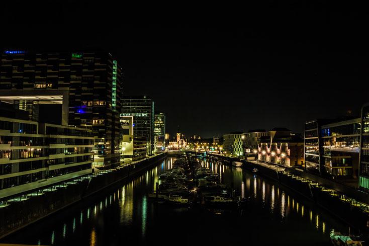 Der Rheinauhafen ist der ehemals bedeutendste Industrie- und Handelshafen Kölns.