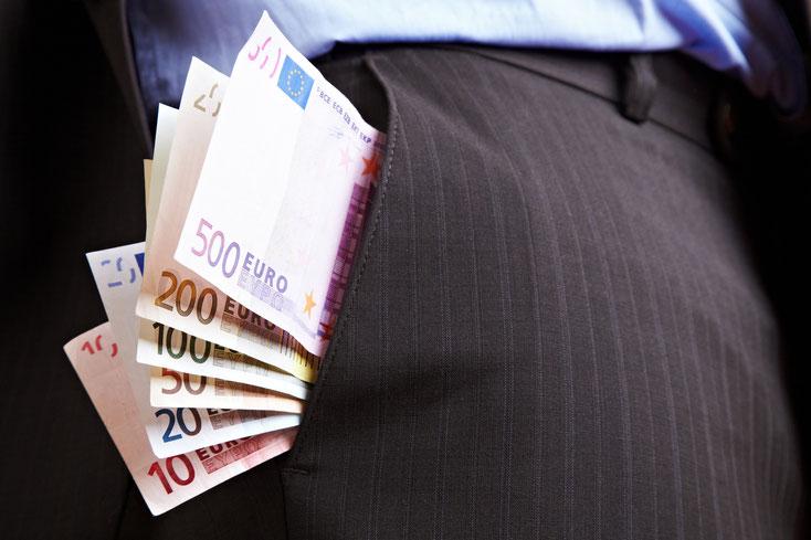 Geld in Anzugtasche, verschwiegenes Einkommen bei der Unterhaltsbemessung