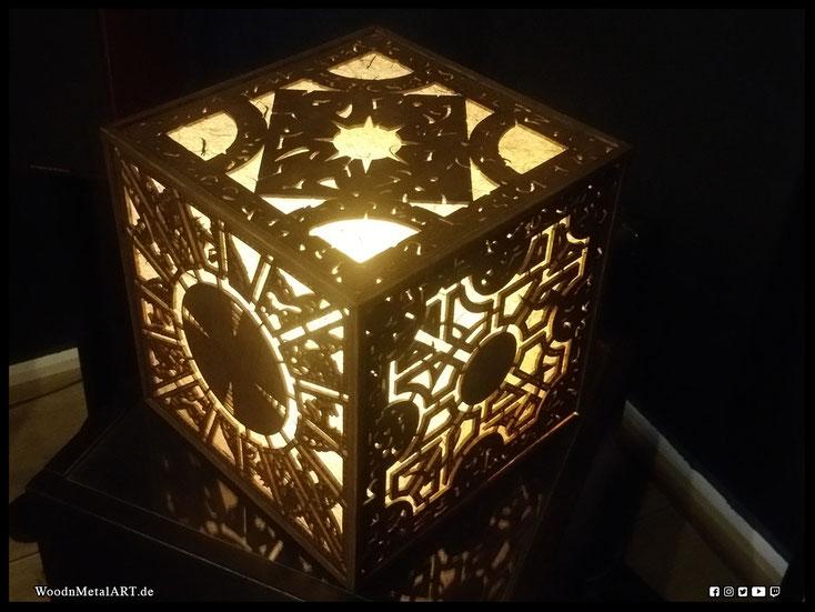 WoodnMetalART Scrollsaw Dekupiersäge Holzobjekt Lament Configuration Hellraiser LED