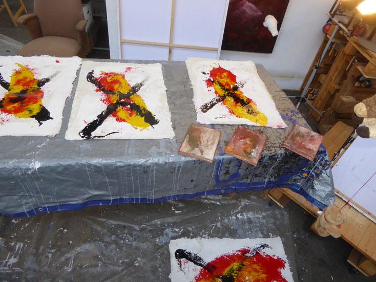 Pedro Meier Asiatische Impressionen, Künstlerhaus S11 Solothurn 2019 – Monotypien auf selbst geschöpften Papieren aus der Rinde vom Maulbeerbaum – »ist Kunst eine Baustelle?« Visarte Solothurn – Einführung Martin Rohde. Atelier Kunsthalle Olten Offspace