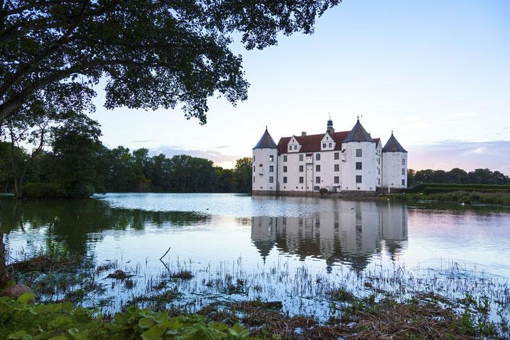 Schloss Glücksburg; Privatdetektei Flensburg, Wirtschaftsdetektiv Flensburg, Detektiv-Team