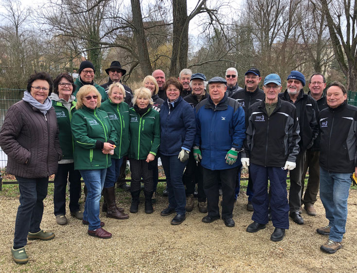 2020-02-22 Winter-Pflegeeinsatz am Dorfteich: Mit Spass dabei!