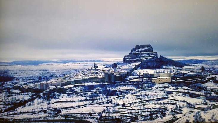 Ruta para descubrir el Maestrazgo por la hermosa Morella en la Comunidad Valenciana, coronada por un castillo, cuenta con 1.500 metros de muralla.