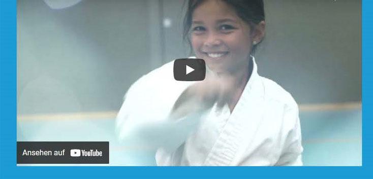 Eine kurze Videoumfrage warum Kinder so gerne Karate trainieren