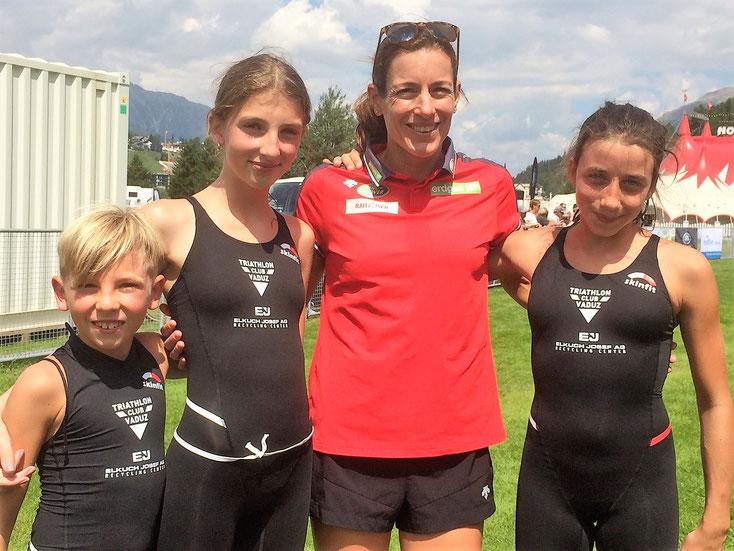 Ben, Silva und Flavia mit Olympiasiegerin Nicola Spiring beim St. Moritz Triathlon 2018