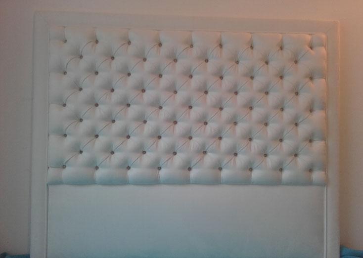 Tête de lit capitonnée by Emmanuelle Bourgeois Tapissier Décorateur près de Montpellier (34) dans l'Herault, Occitanie, Sud de France