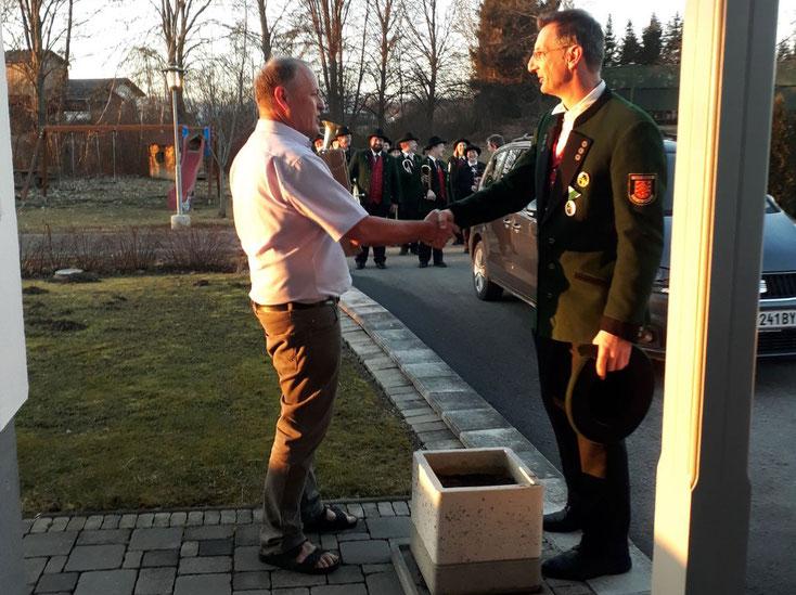 Josef Maier mit Kapellmeister Markus Amian