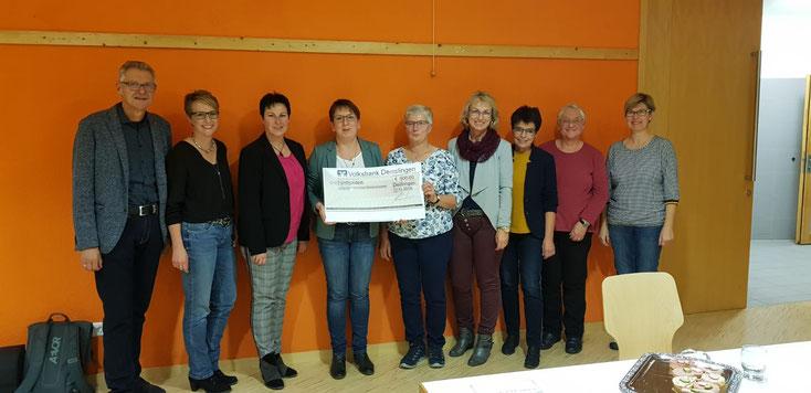 Die Sozialgemeinschaft Herrenzimmern und das Bücherei-Team bedanken sich bei der Volksbank Deißlingen für die großzügige Unterstützung