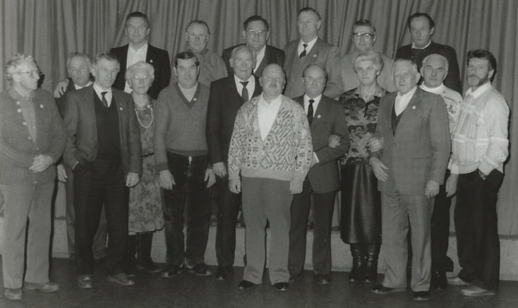 Zahlreiche verdiente Mitglieder können auf der Jahreshauptversammlung 1989 geehrt werden.
