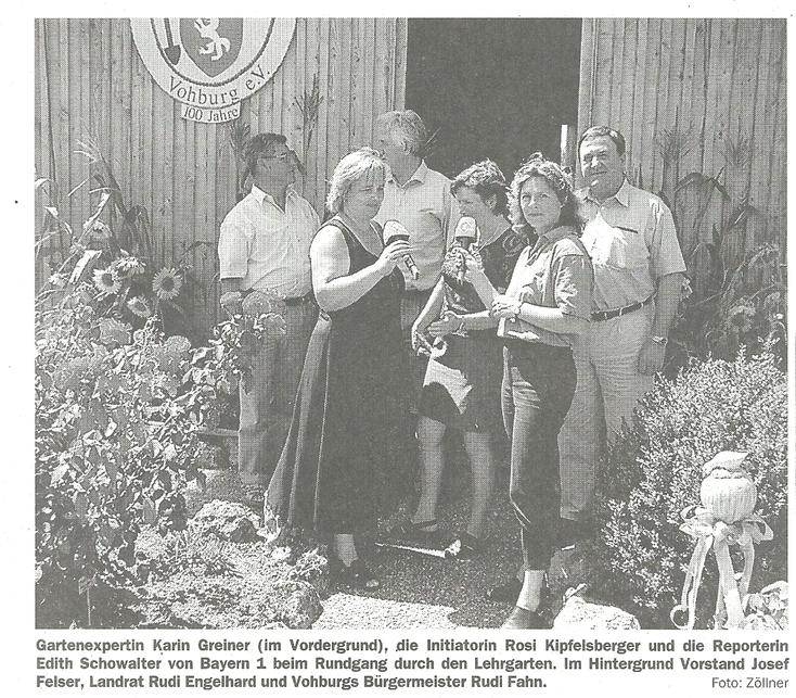 Das Foto zeigt die Gartenexpertin Karin Greiner und Edith Schowalter vom Bayerischen Rundfunk.