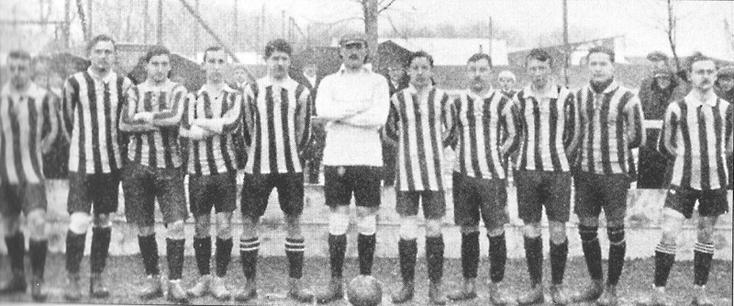 Le Bayern lors de la saison 1909-1910 (Ludwig Hofmeister est au centre en blanc).