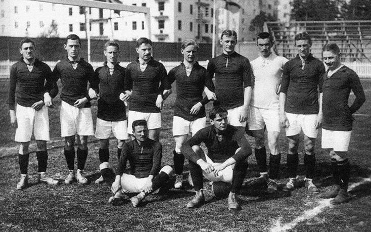 L'équipe allemande pour les JO de 1912 (Hirsch est à l'extrême gauche).